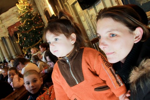 Anyuka a kislányával (szegedi közgyűlés, karácsony, gyerekek, )