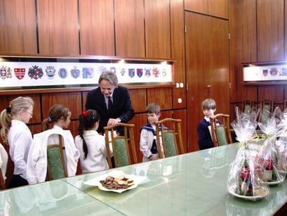 Köszönti a díjnyerteseket Vargha Tamás, a Fejér Megyei Közgyűlés elnöke (köszöntés)