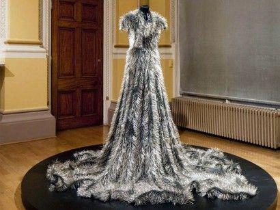 Tűből készült ruha ()