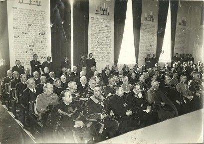 Az 1941-ben készült fotón látszik még a faldísz (faldísz)