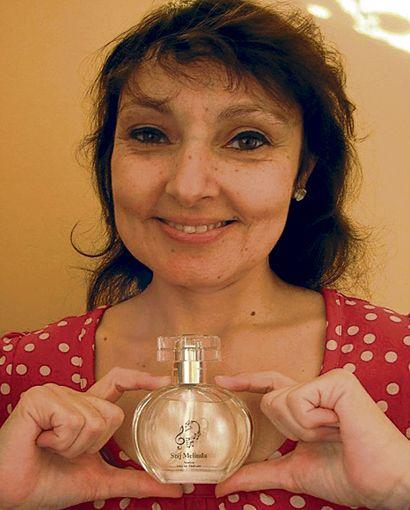 Szíj Melinda_01 (szíj melinda, parfüm, )