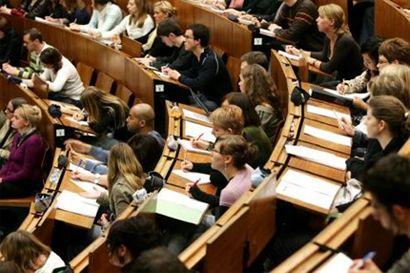 egyetemisták (410) ()