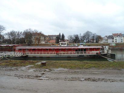 elszállítják a győri bulihajót 01 (győr, mosoni-duna, hajó)
