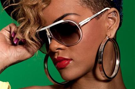 Rihanna-napszemuveg(430x286).png (Rihanna napszemüveg)