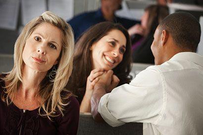 munkahelyi szerelem (munkahely, szerelem, flört, kollégák, )