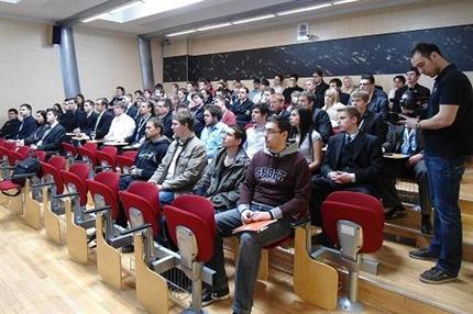 Szechenyi-Istvan-Egyetem-informatikusok(1)(430x286).png (Széchenyi István Egyetem - informatikusok)