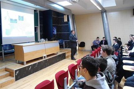 Szechenyi-Istvan-Egyetem-informatikusok(430x286).png (Széchenyi István Egyetem - informatikusok)