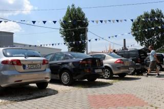 autó-eladó (eladó autók)