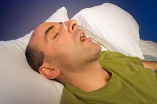 horkol (alvás, horkolás, )