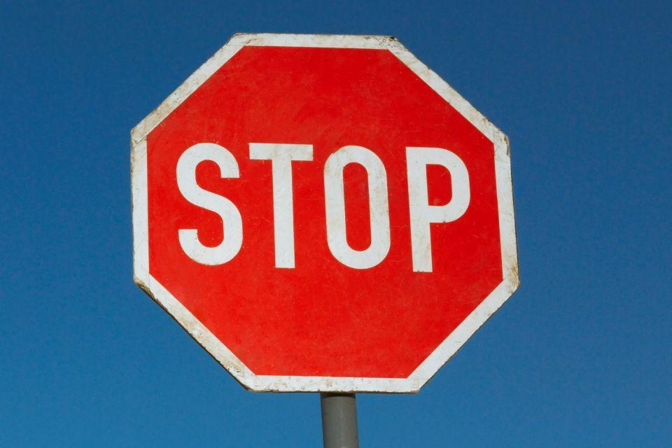 stoptábla ()