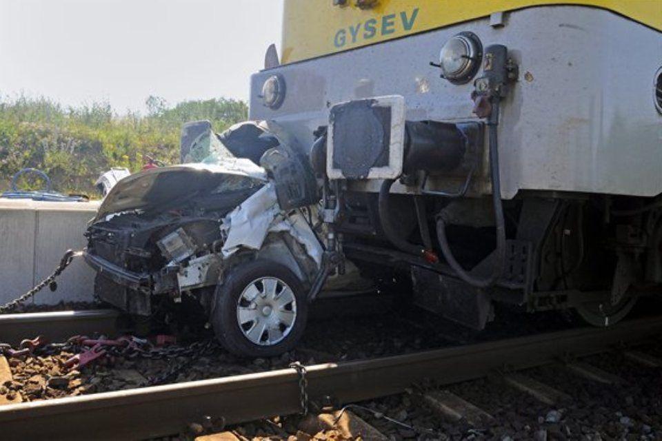 autó-vonat (ingyenes, baleset, )