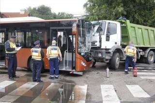 busz-teherautó (ingyenes, baleset, karambol, )