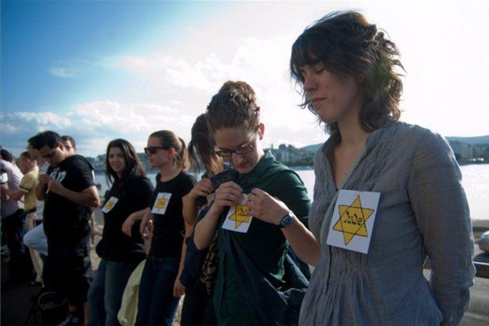 flashmob (ingyenes, villámcsődület, antiszemitizmus ellen)