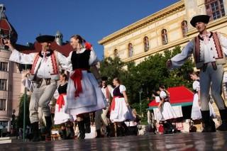 néptánc-fesztivál (Szegedi Nemzetközi Néptáncfesztivál)