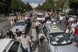 taxis-tüntetés(i) (taxi, tüntetés, 2012)
