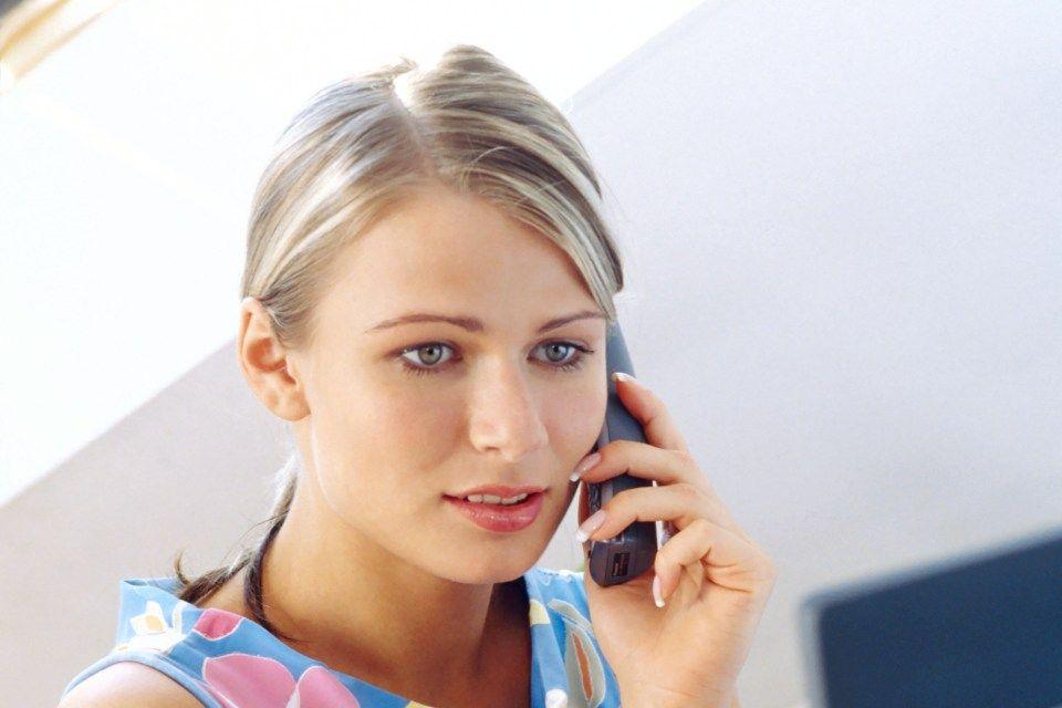 telefonál (telefonálás, )