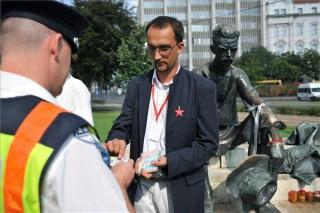 Igazoltatás a Kossuth téren (vörös csillag, )