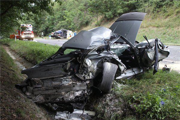 baleset (baleset, halálos, közúti baleset, rajka, karambol)