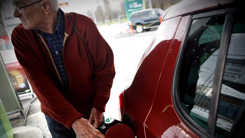 benzin (tankolás, )