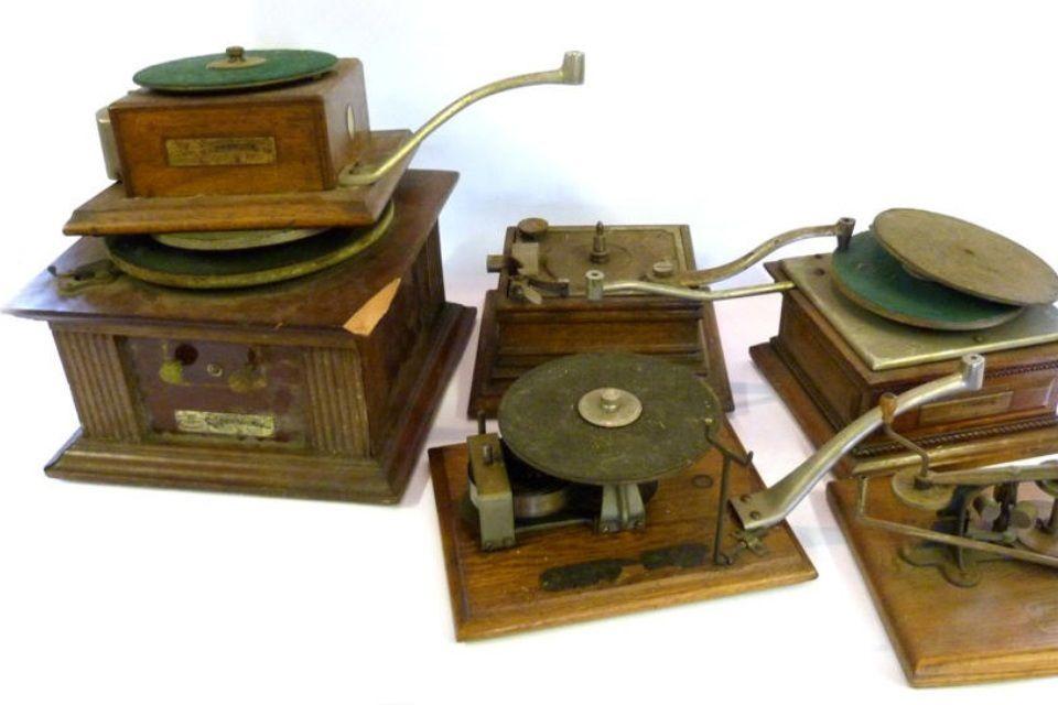 gramofon (gramofon, )