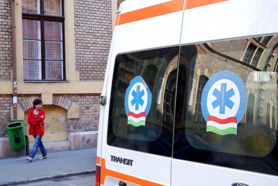 mentő (mentő, országos mentőszolgálat, omsz, )