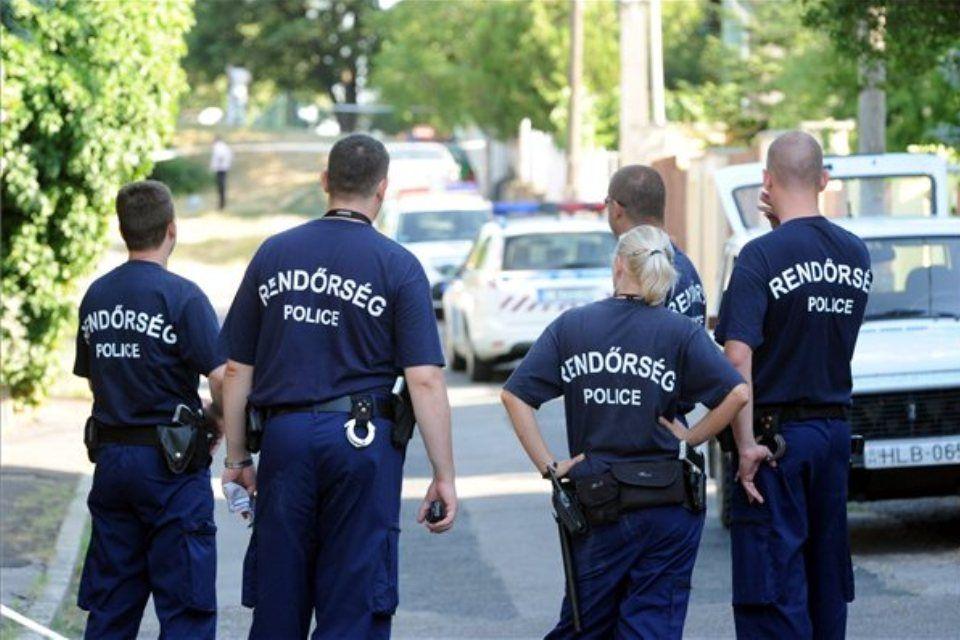rendőrök (ingyenes, )