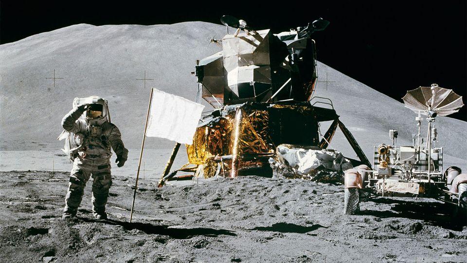 Fehér holdra szállás (holdra szállás, )