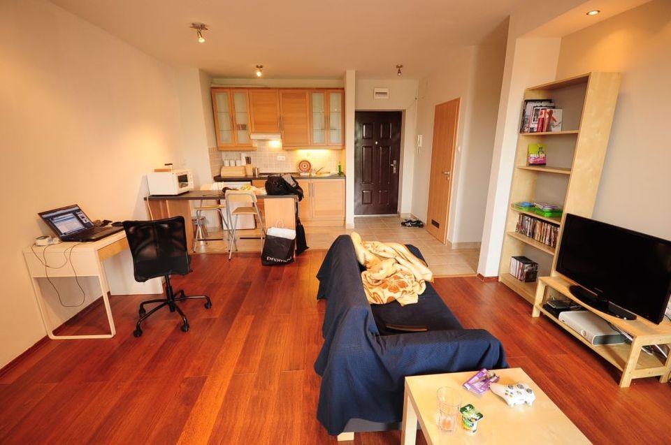 lakás (lakás, albérlet, otthon)