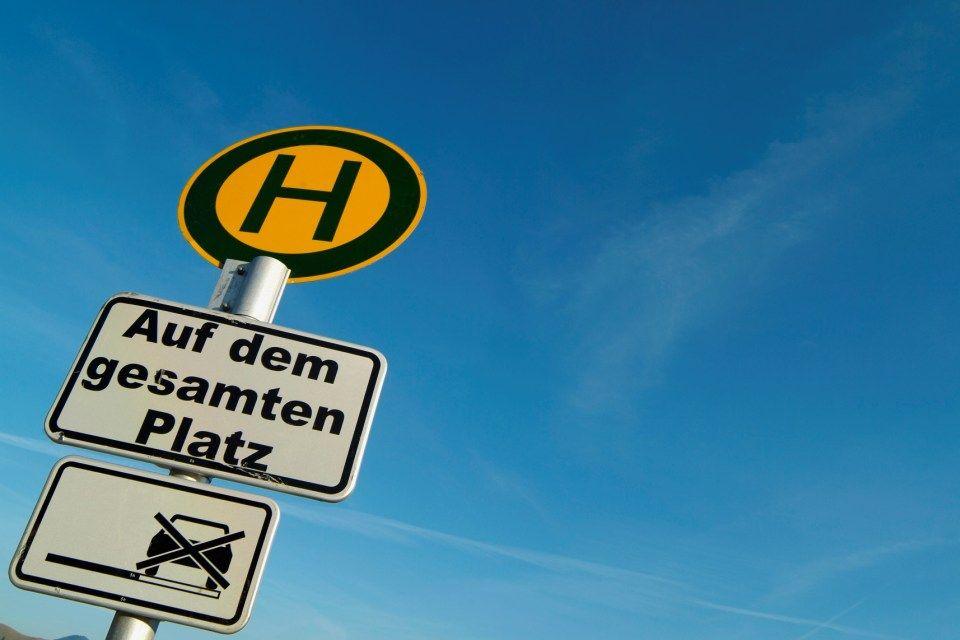 buszmegálló-németország (buszmegálló tábla)