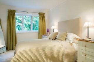 hálószoba (függöny, ágy, )