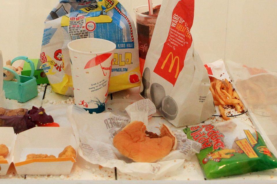 kidobott étel (élelmiszer-hulladék)