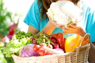 zöldségek (zöldség, bolt, vásárló)