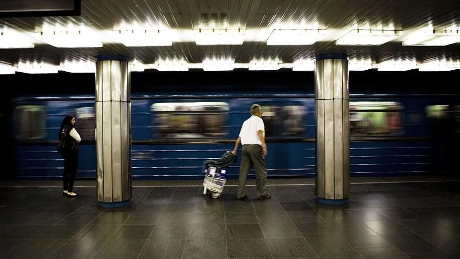 bkv metro (deák tér, metró, bkv, utas)