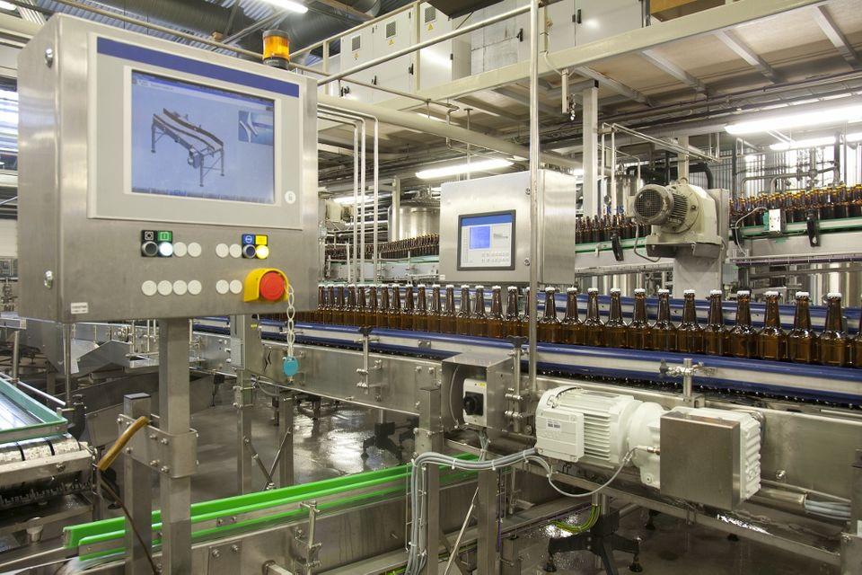 gyár (gyár, üzem, alkohol, )
