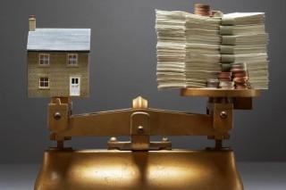 ház-pénz-mérlegen (ház és pénz mérlegen)
