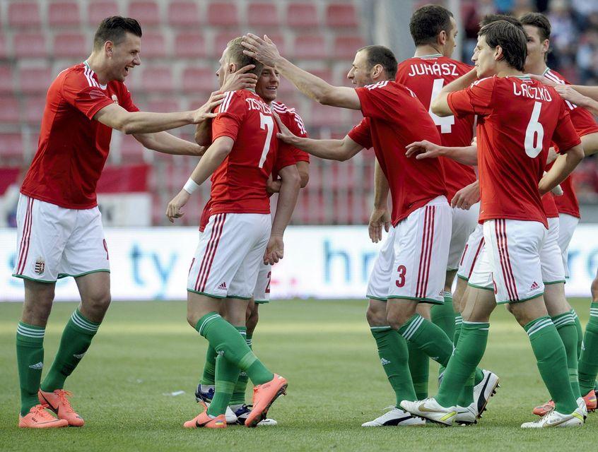 magyar labdarúgó-válogatott (Array)