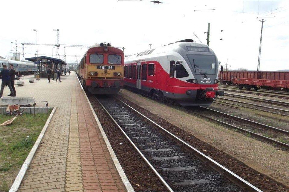 vonat(960x640).jpg (közlekedés, vonat, busz)