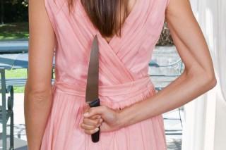 Nő késsel (késelés, )