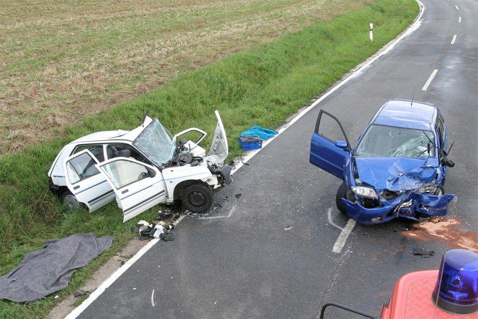 baleset (baleset, )