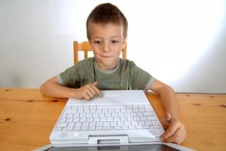 internet-gyerek (internetező gyerek)