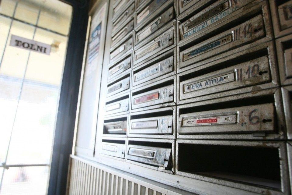 postaládák (posta, postaláda, )