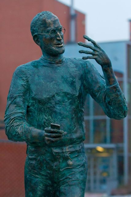 steve jobs-szobor-budapest (steve jobs-szobor budapesten)