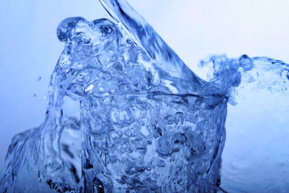víz (víz)
