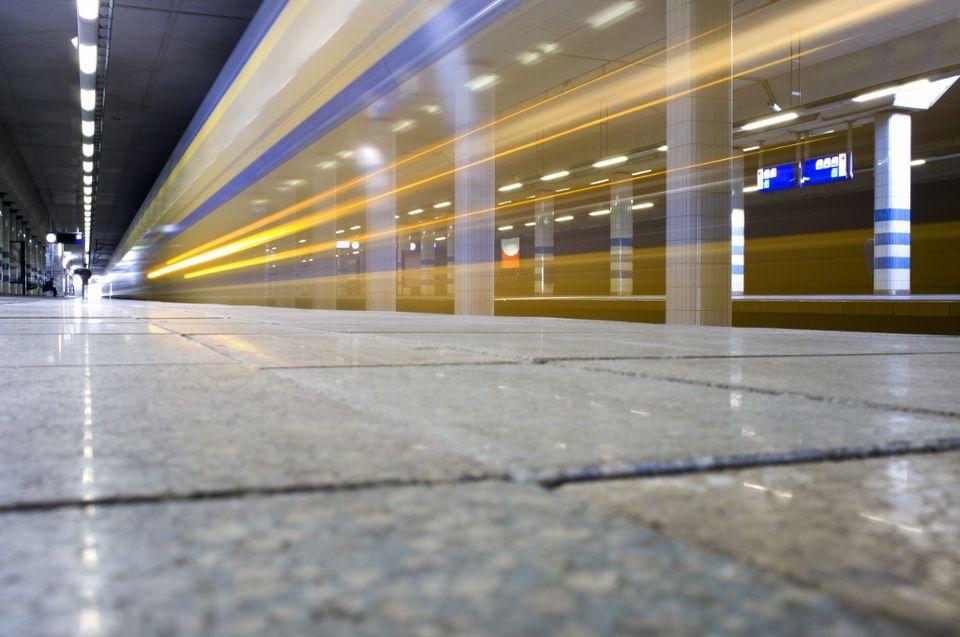 vonat (vonat, vasútállomás, )