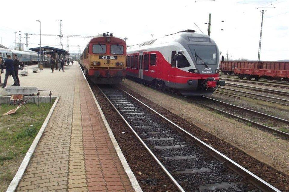 vonat(1)(960x640).jpg (közlekedés, vonat, busz)