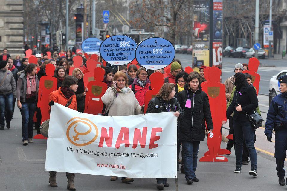 A nők elleni erőszak ellen tüntettek  (nane, nane egyesület, családon belüli erőszak, )