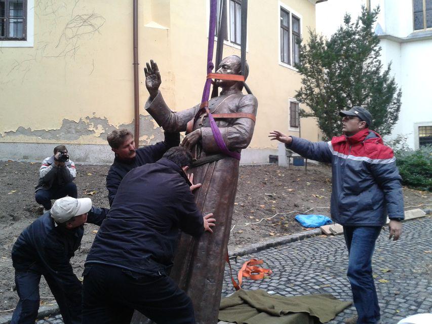Apor-szobor Lebó (Apor-szobor Lebó)