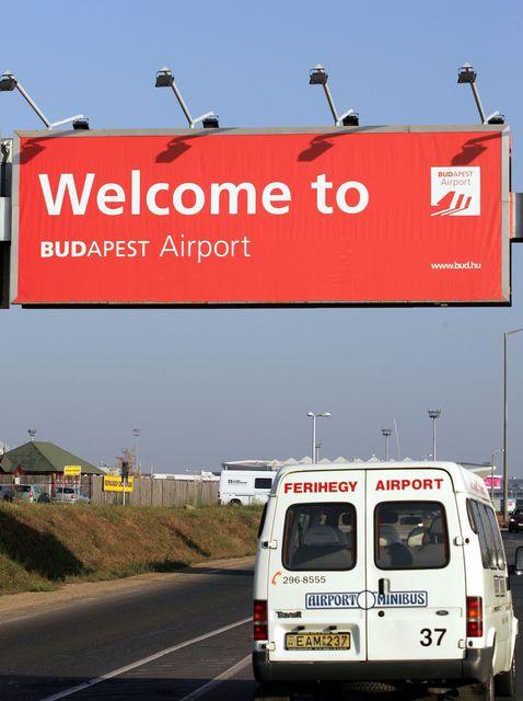 Budapest-repuloter(960x640)(1).jpg (budapest, repülőtér, tábla, )