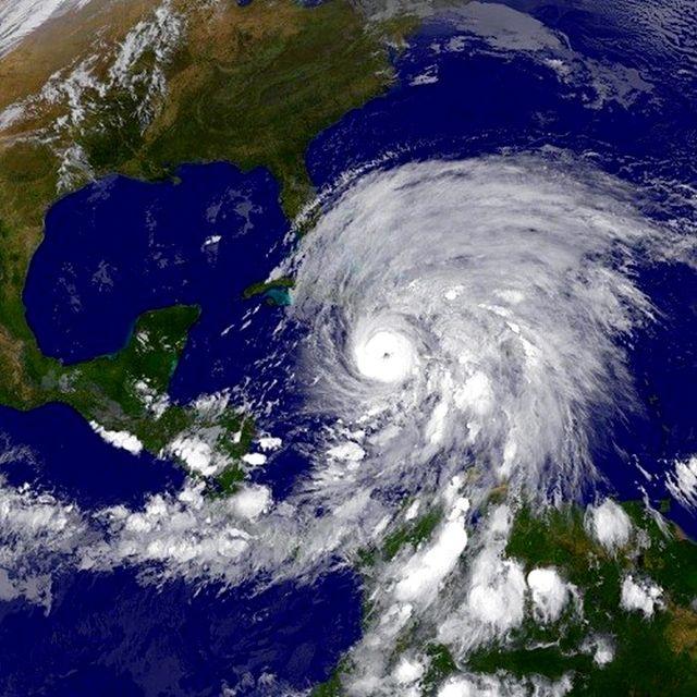 Sandy hurrikán (segély, hurrikán, )