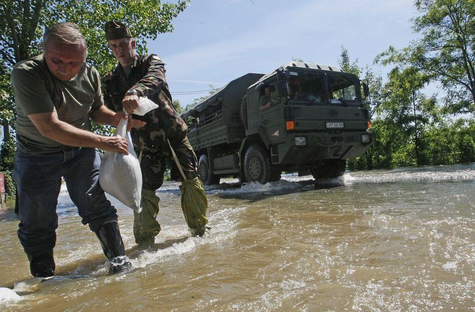 árvíz (árvíz, )